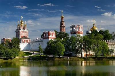 Novodevichy Convent Tour with transport