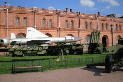 Military Tour: the Artillery Museum and the Central Naval Museum with transport