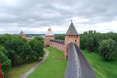 Two Capitals and Veliky Novgorod