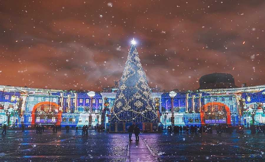 How to Celebrate the New Year in Style in St. Petersburg-Palace Square