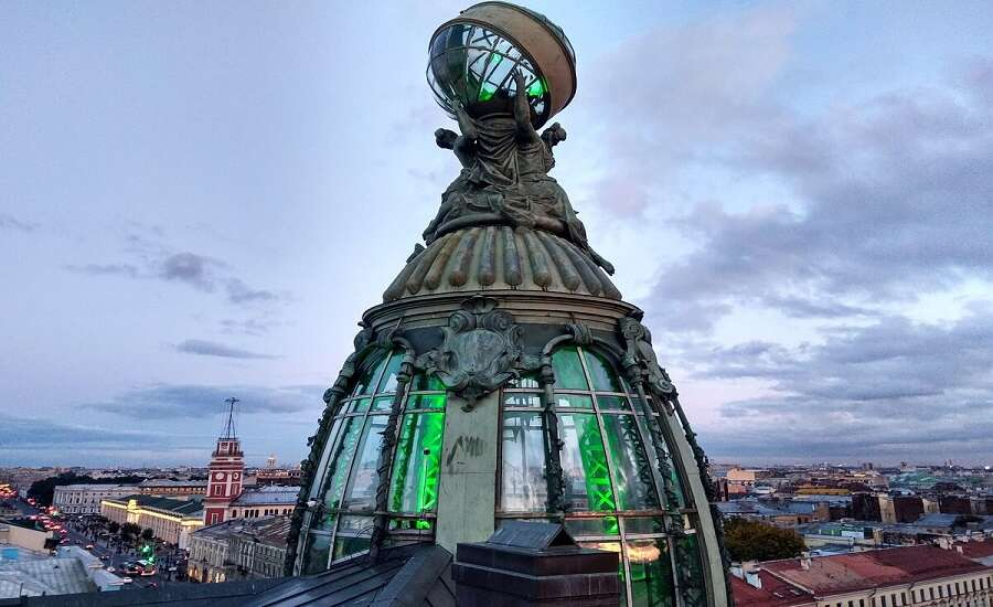 Dom Knigi and the Singer Building, St Petersburg