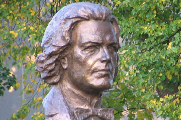 Anton Rubinstein monument in Peterhof